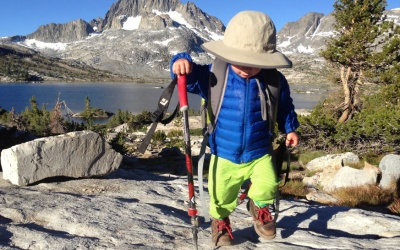 Sólo tiene 2 años y ya es un experto en montañismo