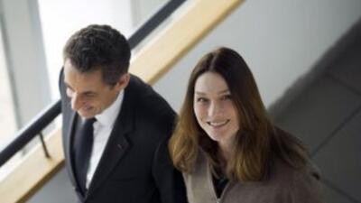 El presidente de Francia, Nicolás Sarkozy, y su esposa Carla Bruni.