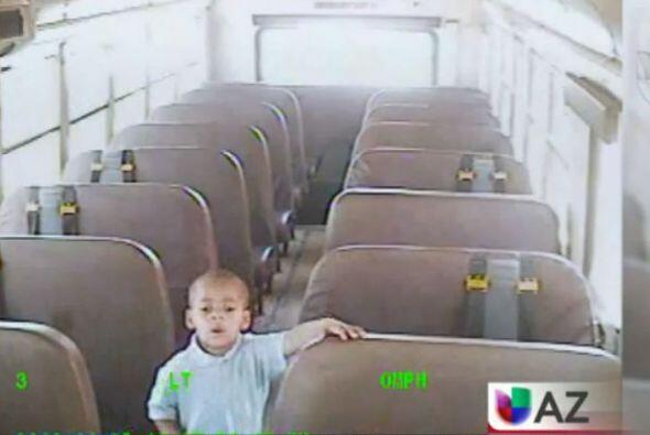 Olvidaron a un niño de cuatro años en autobús escol...