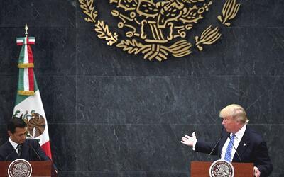El presidente de México, Enrique Peña Nieto, y el candidat...