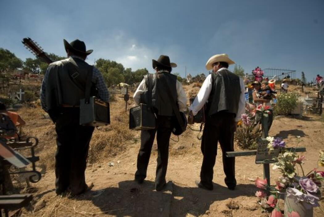 Los grupos de música regional mexicana hacen su aparición para entonar a...