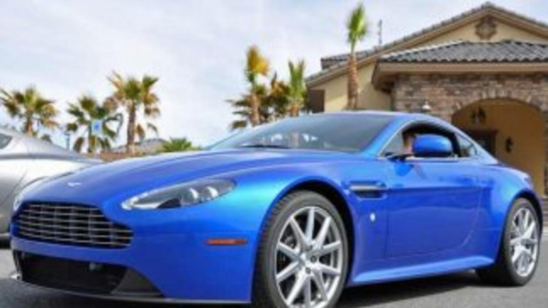 El Aston Martin V8 Vantage S mantiene el estilo sofisticado y lujoso de...