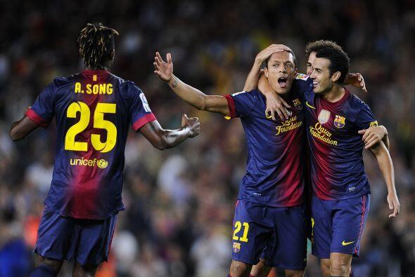 Adriano, que jugaba por la lateral izquierda, se incorporó al frente y s...