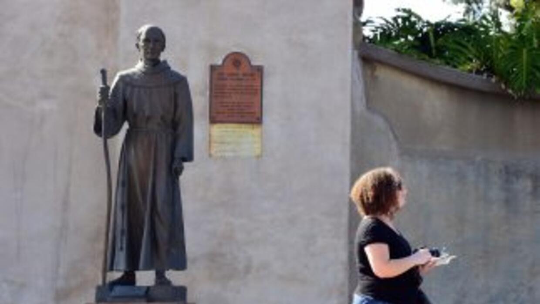 Estatua del fraile Junípero Serra, en Carmel, California
