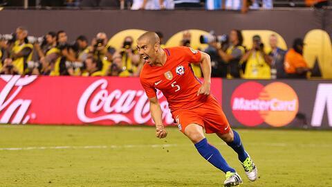 El 'Gato' celebra el gol que le dio a Chile el título de la Copa...