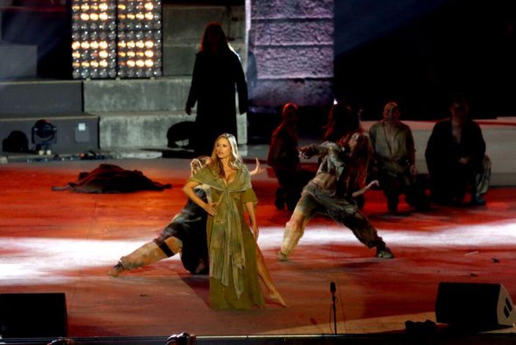 Lola interpretó a la gitana Esmeralda en la ópera y la prensa italiana s...