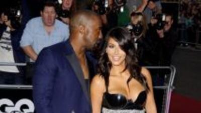 Kim llegó a los Premios GQ enseñando sus poderes con una falda transpare...