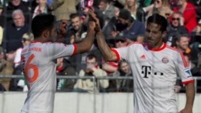 Claudio Pizarro celebra uno de sus dos goles ante Hannover.