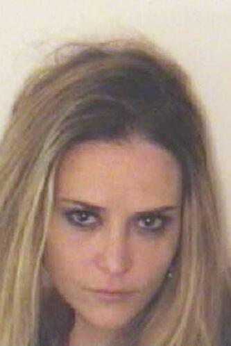 Brooke Mueller posó así para la policía, después de ser arrestada por as...