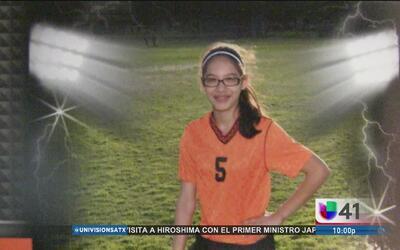 Madre busca a su hija de 15 años desaparecida