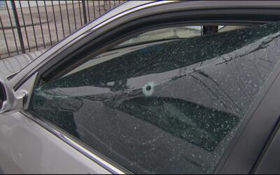 Hombres que resultaron heridos de bala mientras conducían lograron llega...