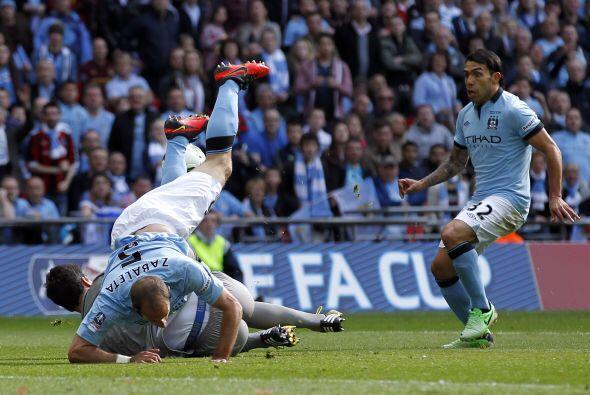 La defensa del Wigan respondió bien y aguantó la presi&oac...