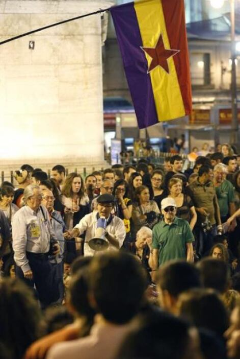 En Sevilla la policía cifró en 2,000 a los manifestantes, aunque otras f...