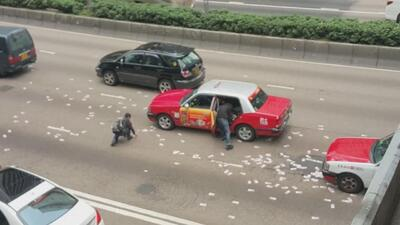 Caen millones de dólares en las calles de Hong Kong