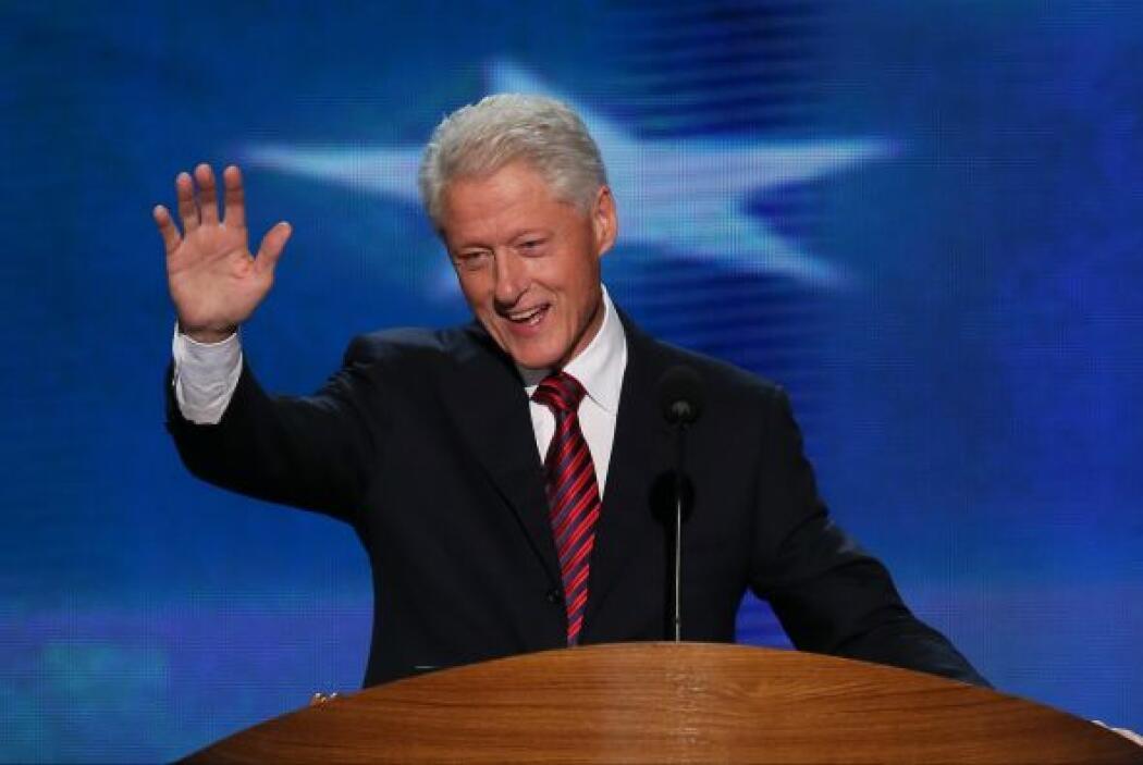 """En una entrevista reciente, Bill Clinton bromeó con que su mujer """"vivirá..."""