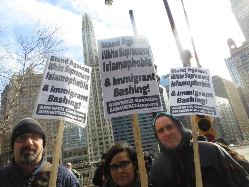 Grupo de manifestantes acude a convocatoria para tirar la Torre Trump al...