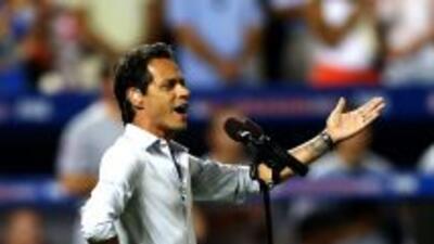 Mark Anthony cantando God Bless America en el Juego de las Estrella de G...