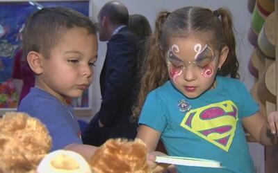 Niños que esperan ser adoptados en Texas parían las noches durmiendo es...