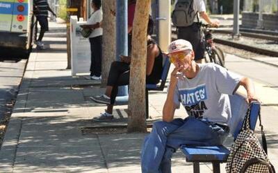 Unas 40,000 personas mueren cada año en California como consecuencia del...