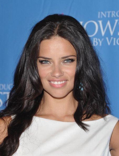 Adriana Lima, además de un cuerpo espectacular, tiene una mirada...