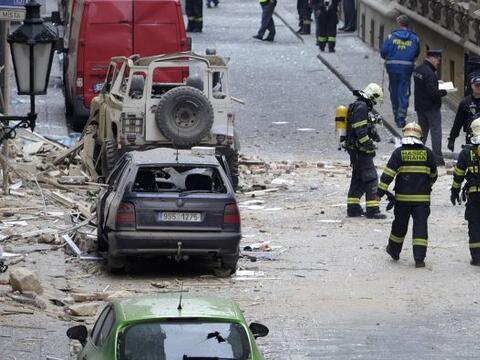 Una fuerte explosión de gas ocurrida hoy en Praga convirtió el centro hi...