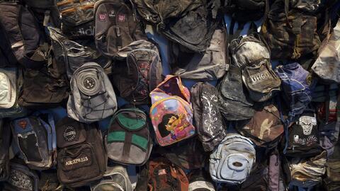 Detalle de la instalación de las mochilas que quedaron atr&aacute...