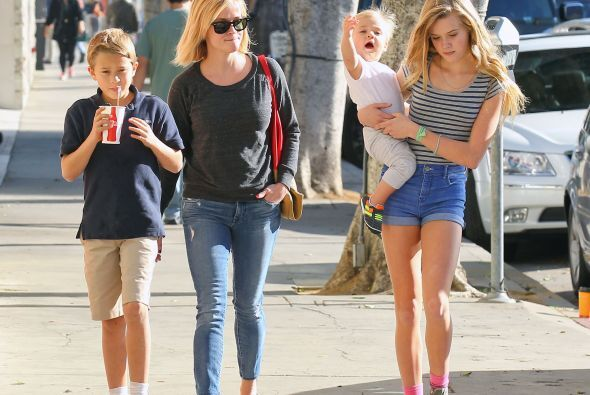 Reese Whiterspoon ya no es la más bonita de la familia. La actriz tiene...