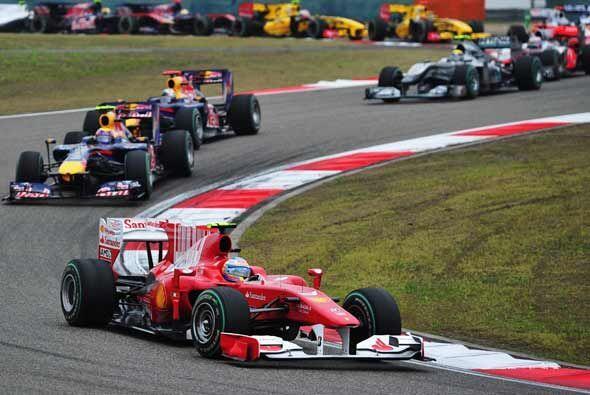 El castigo a Alonso lo mandó de la punta en la primera curva a la...