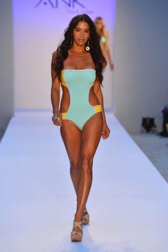 Luce lo más juvenil y fresca en esta temporada de calor con un trikini '...