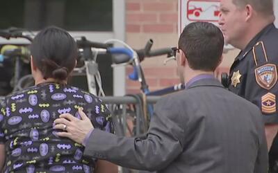 Oficial veterano con el departamento de policía de Houston sufrió tres h...