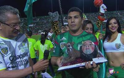 Salvador Cabañas recibió homenaje por parte de Jaguares