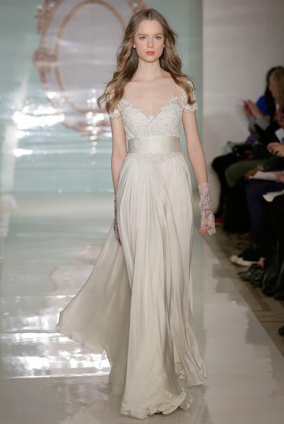 Muchos de sus vestidos tienen detalles en encaje que resaltan los diseños.