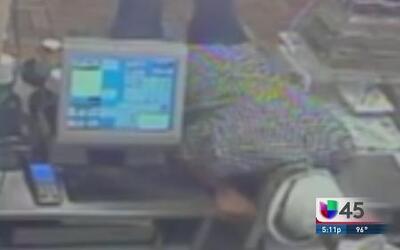 Investigan robos en Subway