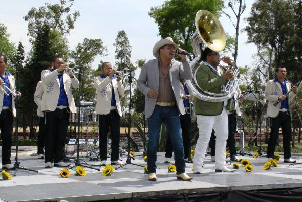 La banda derrochó energía durante el segmento musical.