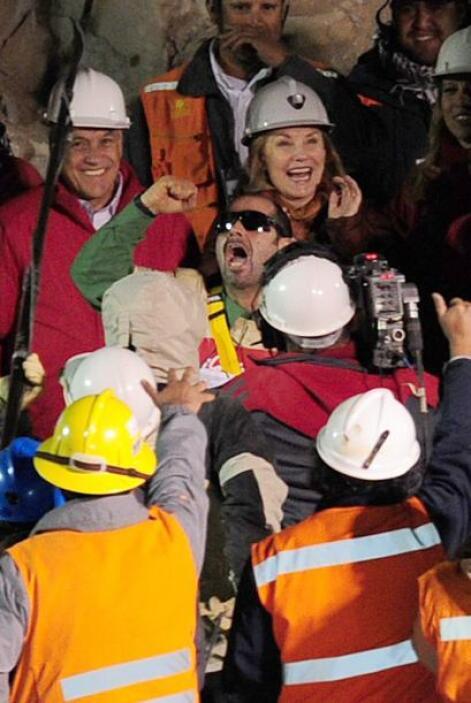 13 de octubre: En las primeras horas fue rescatado el segundo minero, Ma...