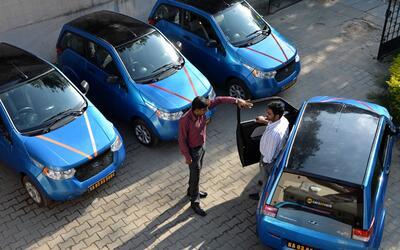 Autos eléctricos construidos por la compañía india...