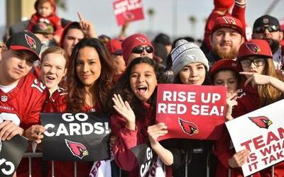 Cientos de fans despiden a los Cardenales