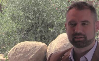 Candidato a la gobernación de Arizona habla abiertamente de su vida sexual