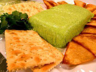 El mousse de cilantro lo puedes capompañar con unas galletas saladas y s...