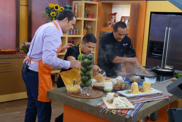 Larry Hernández resultó buen ayudante. Este burrito ahogado está quedand...