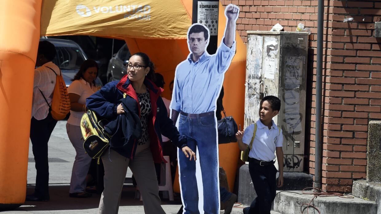 Un cartel con la imagen de Leopoldo López en Venezuela.