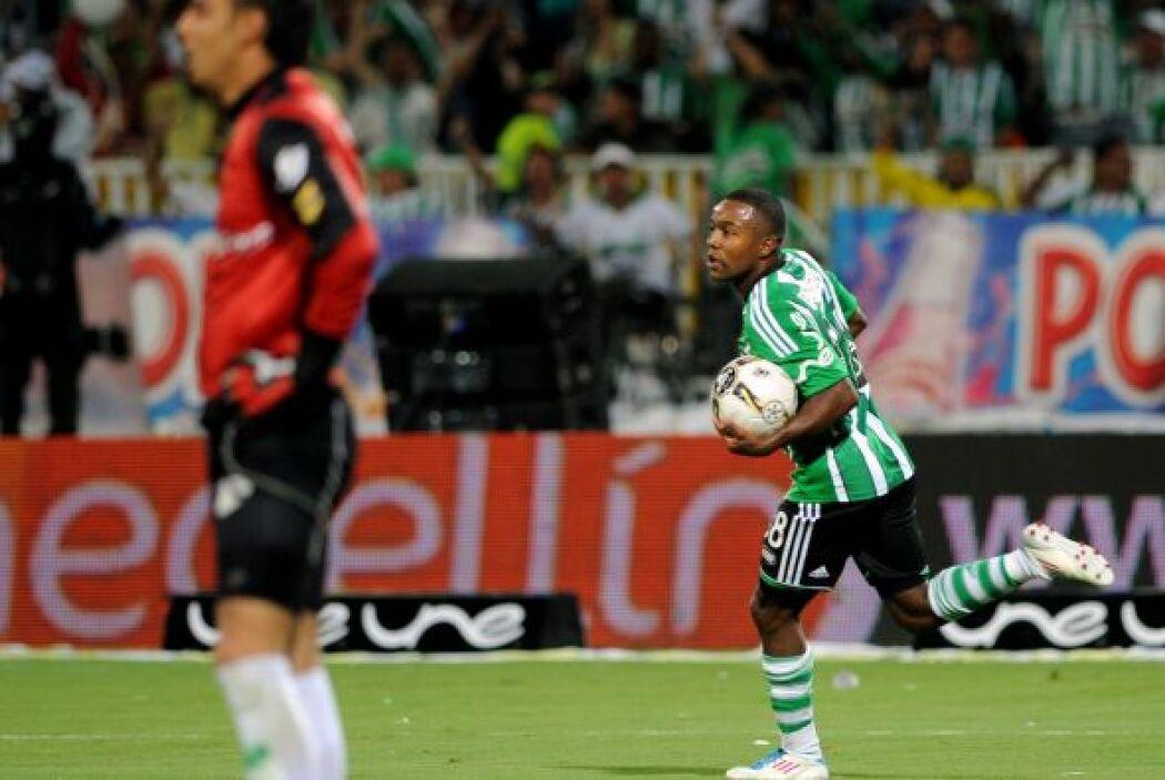 Así festejaba Dorlan Pabón el gol con el que ayudó al Atlético Nacional...