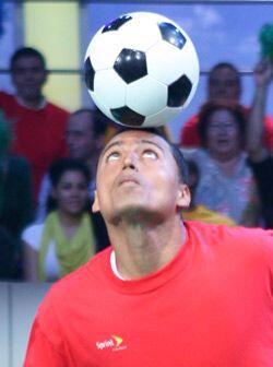 Él como todos los amantes del fútbol quería ser pro...