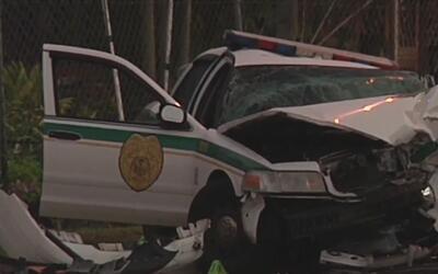 Dos policías de Miami Dade resultan heridos en un aparatoso accidente co...