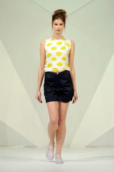 Las prendas en color amarillo, además de estar en súper tendencia, tiene...