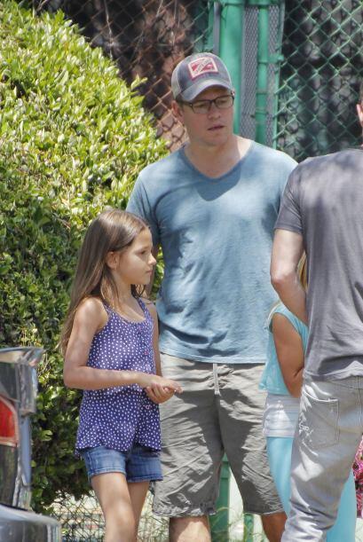 Este talentoso actor siempre se ve muy cariñoso con sus hijas.