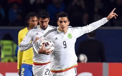 Raúl Alonso Jiménez con el Tri en Copa América.