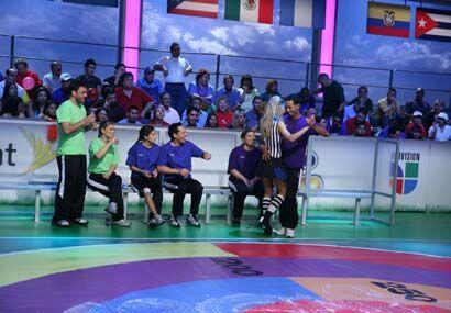 Mientras todo estaba listo, el concursante dominicano se 'echó una baila...