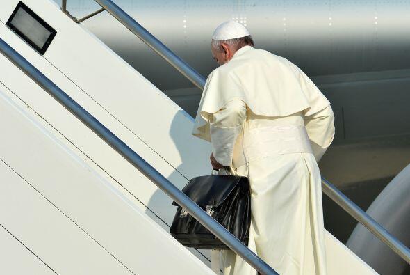 El papa Francisco emprendió este lunes su viaje desde Roma a Río de Jane...
