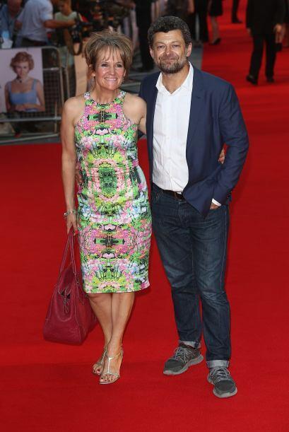 Lorraine Ashbourne más o menos bien, Andy Serkis muy mal vestido para la...